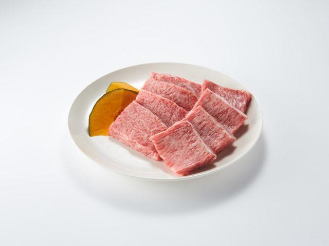 皿に盛られたお肉
